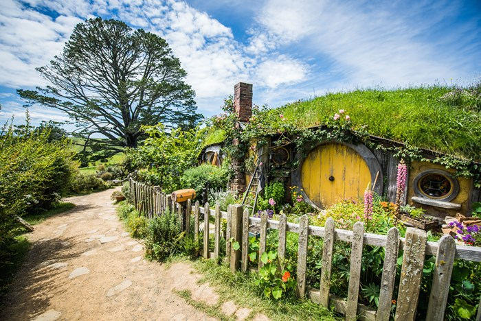 hobbiton-hobbiton-movie-set-waikato-new-zealand-clfwog