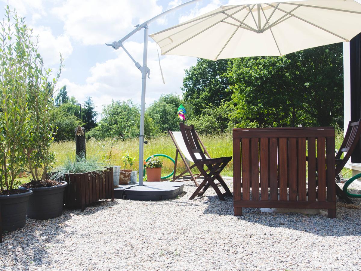 vite une terrasse en gravier pour profiter des beaux jours. Black Bedroom Furniture Sets. Home Design Ideas
