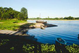Pique-niquer sur un banc de sable en bord de Loire, à Ancenis