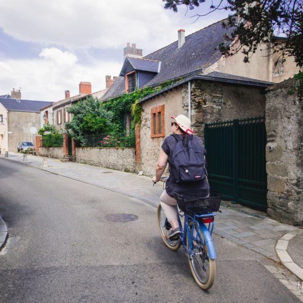 Dans les ruelles des Moutiers en Retz en vélo