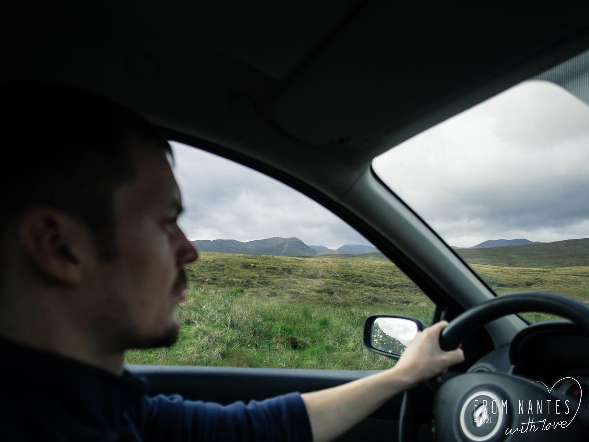 Roadtrip en Ecosse, conduire à gauche avec le volant à droite