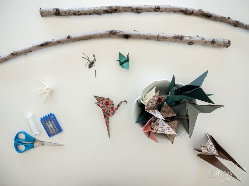 Le matériel pour réaliser un mobile origami en bois